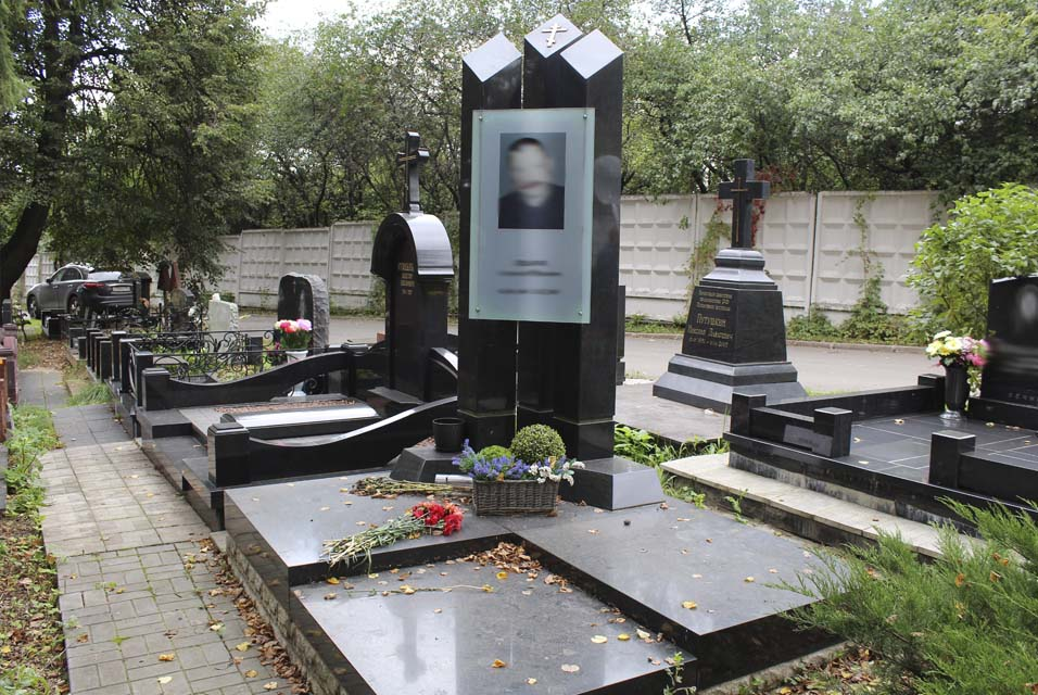 Кладбища гранитные мастерские москвы таблички на памятник киров